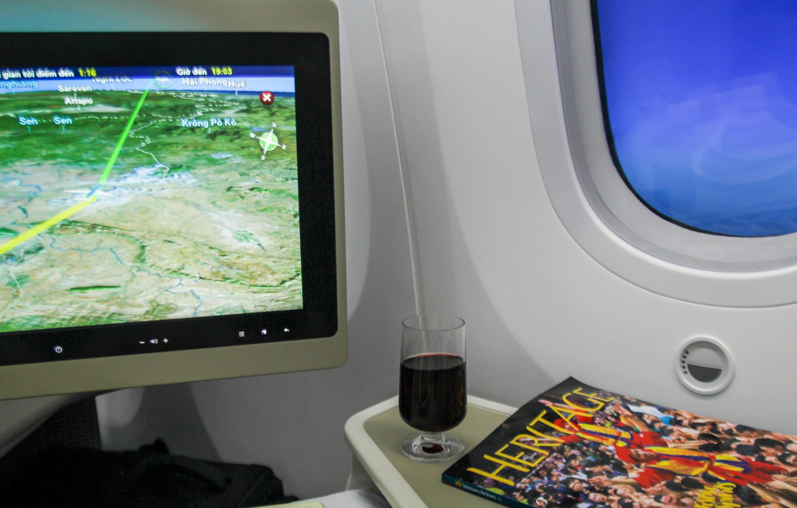 28- Ấn phẩm trên máy bay – Trần Bá Ân